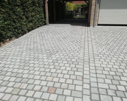 Aanleg van opritten, terrassen en wandelpaden regio Moorsele, Wevelgem, Menen, Kortrijk, Ledegem, Roeselare en Izegem.